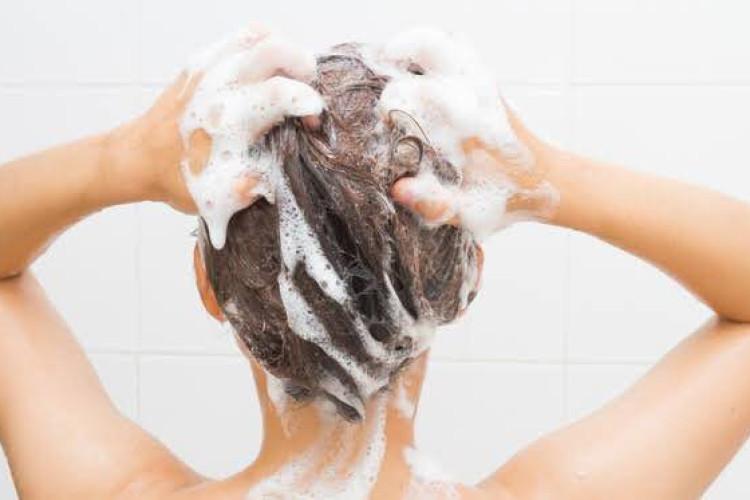 汗による頭皮や髪へのダメージ知っていた?夏のスキャルプケアのご紹介☆