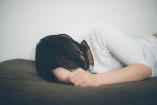 若さの秘訣は睡眠にあり! 成長ホルモンの分泌を一番活発にするのはいつ?
